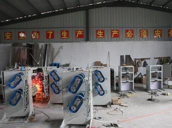 厂房正在生产设备